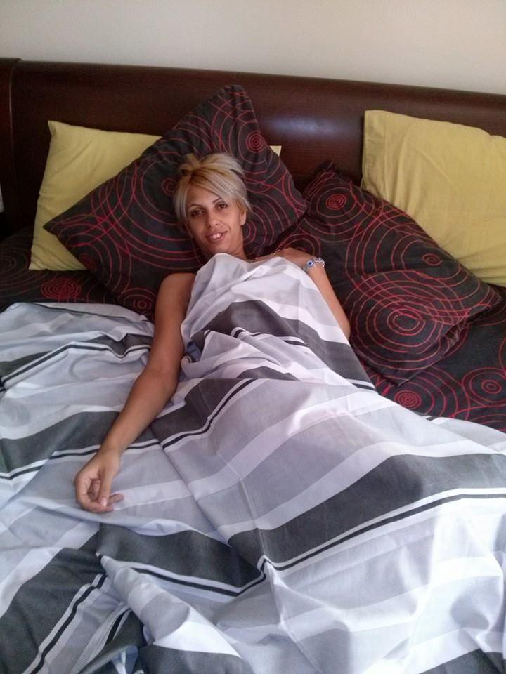diaforetiko.gr : 1551607 580563062054614 3737753075469373721 n Αυτό είναι το προφίλ στο facebook της μητέρας της μικρής Αννυς  Προκλητικές πόζες, τσιγαριλίκια και πανάκριβες BMW