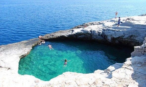23880 1354882039 9275 Κολυμπάμε στις 7 πιο εντυπωσιακές «φυσικές πισίνες» της Ελλάδας!