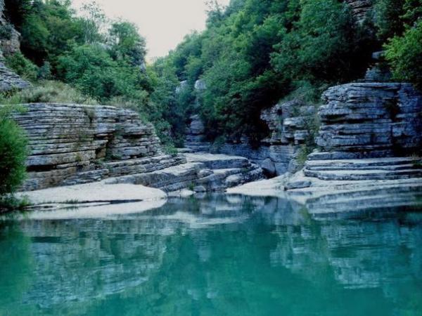 510 600x450 Κολυμπάμε στις 7 πιο εντυπωσιακές «φυσικές πισίνες» της Ελλάδας!
