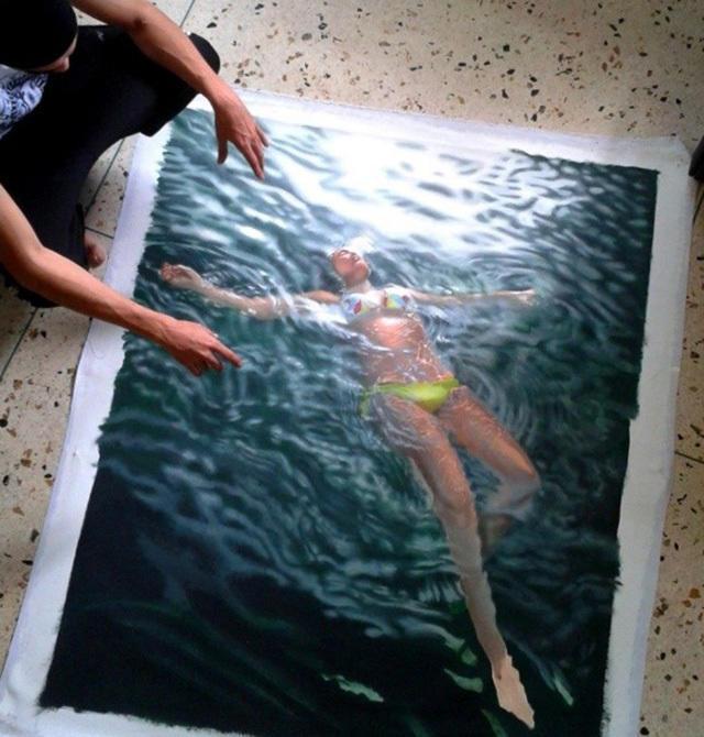d396e098 75ef 4c54 9a15 32108237adf3 medium Αν νομίζετε πως αυτή η γυναίκα απολαμβάνει μια βουτιά στην πισίνα της, κάνετε μεγάλο λάθος.