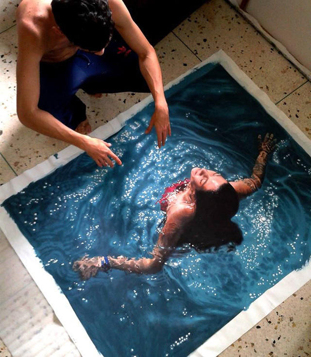 e938c069 4fe1 4c1f aa9d 92c68ccf5840 medium Αν νομίζετε πως αυτή η γυναίκα απολαμβάνει μια βουτιά στην πισίνα της, κάνετε μεγάλο λάθος.