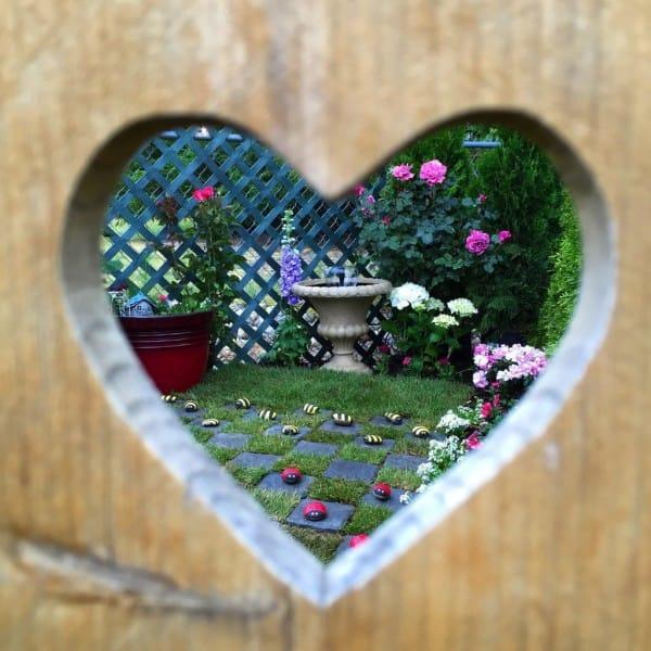 diaforetiko.gr : 516 600x600 Μεταμόρφωσε την βαρετή αυλή της σε ένα μυστικό κήπο που μοιάζει να ξεπήδησε από σελίδες παραμυθιών! ΕΚΠΛΗΚΤΙΚΗ ΙΔΕΑ !!!