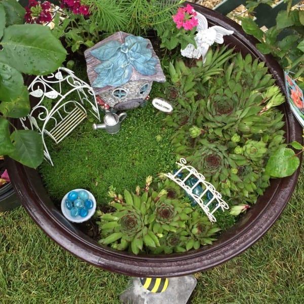 diaforetiko.gr : 910 600x600 Μεταμόρφωσε την βαρετή αυλή της σε ένα μυστικό κήπο που μοιάζει να ξεπήδησε από σελίδες παραμυθιών! ΕΚΠΛΗΚΤΙΚΗ ΙΔΕΑ !!!
