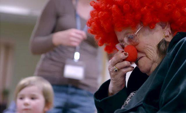diaforetiko.gr : girokomeio 11 Έβαλαν παιδιά προσχολικής ηλικίας μέσα σε ένα γηροκομείο και άλλαξαν για πάντα τις ζωές των ηλικιωμένων.