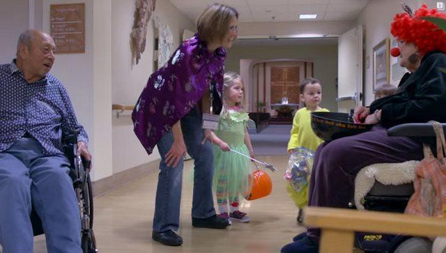 diaforetiko.gr : girokomeio 6 Έβαλαν παιδιά προσχολικής ηλικίας μέσα σε ένα γηροκομείο και άλλαξαν για πάντα τις ζωές των ηλικιωμένων.