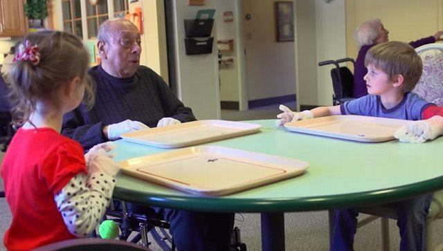 diaforetiko.gr : girokomeio 7 Έβαλαν παιδιά προσχολικής ηλικίας μέσα σε ένα γηροκομείο και άλλαξαν για πάντα τις ζωές των ηλικιωμένων.