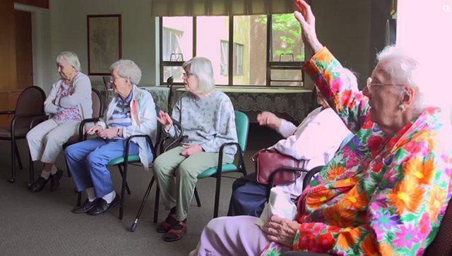 diaforetiko.gr : girokomeio 8 Έβαλαν παιδιά προσχολικής ηλικίας μέσα σε ένα γηροκομείο και άλλαξαν για πάντα τις ζωές των ηλικιωμένων.