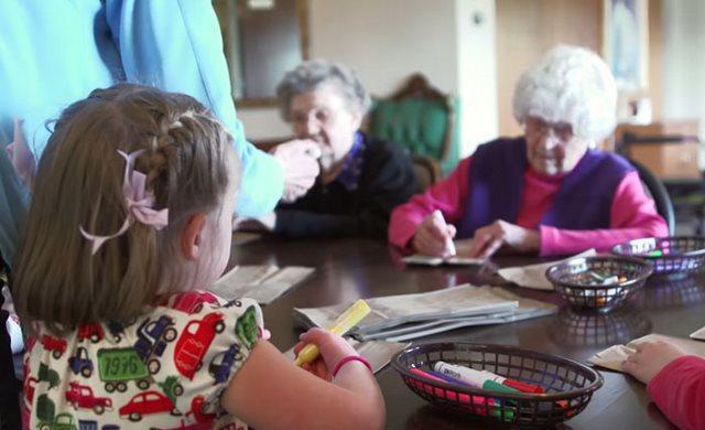 diaforetiko.gr : girokomeio 9 Έβαλαν παιδιά προσχολικής ηλικίας μέσα σε ένα γηροκομείο και άλλαξαν για πάντα τις ζωές των ηλικιωμένων.