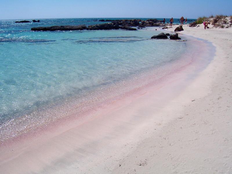 diaforetiko.gr : mpalos1 Οι 2 παραδεισένιες παραλίες της Ελλάδας με τη ροζ άμμο   Πώς η αμμουδιά πήρε αυτό το χρώμα (φωτογραφίες)
