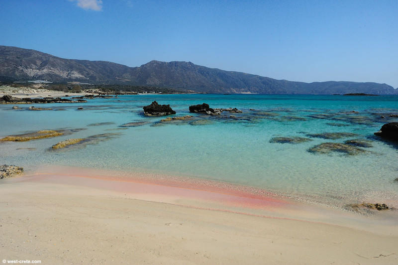 diaforetiko.gr : mpalos3 Οι 2 παραδεισένιες παραλίες της Ελλάδας με τη ροζ άμμο   Πώς η αμμουδιά πήρε αυτό το χρώμα (φωτογραφίες)