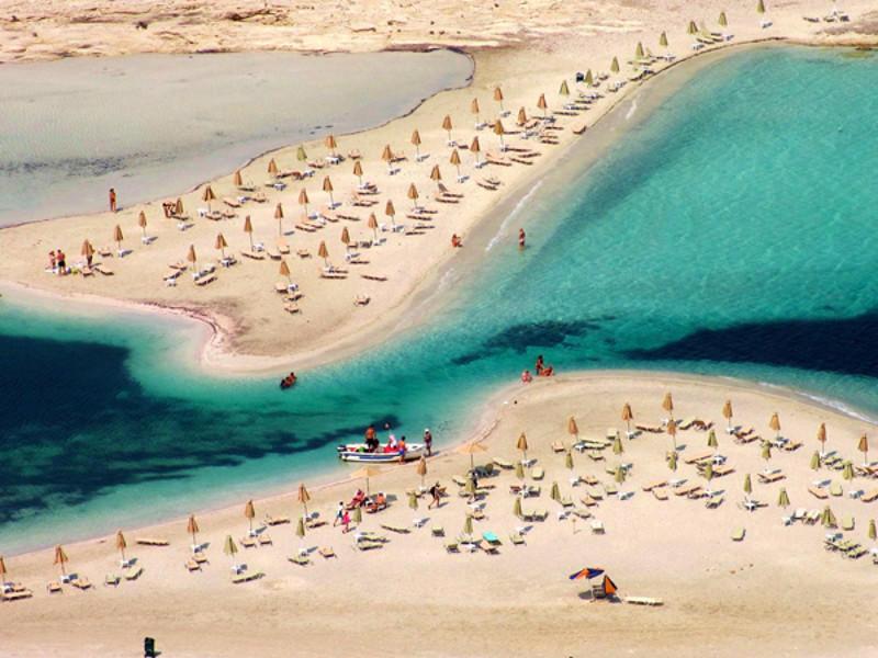 diaforetiko.gr : mpalos5 Οι 2 παραδεισένιες παραλίες της Ελλάδας με τη ροζ άμμο   Πώς η αμμουδιά πήρε αυτό το χρώμα (φωτογραφίες)