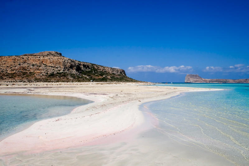 diaforetiko.gr : mpalos6 Οι 2 παραδεισένιες παραλίες της Ελλάδας με τη ροζ άμμο   Πώς η αμμουδιά πήρε αυτό το χρώμα (φωτογραφίες)
