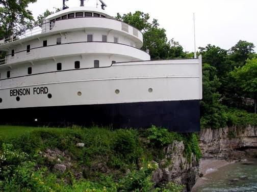 diaforetiko.gr : pistepseto.eu 4 Το πλοίο που έριξε άγκυρα πάνω σε λόφο και μετατράπηκε σε πολυτελές σπίτι