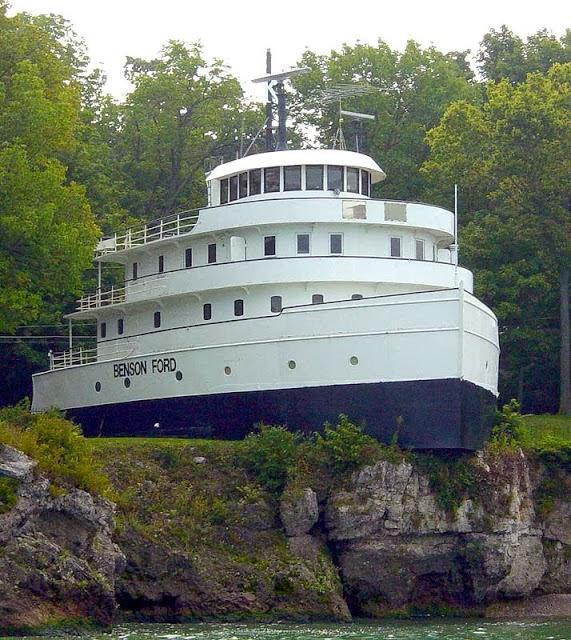 diaforetiko.gr : pistepseto.eu 5 Το πλοίο που έριξε άγκυρα πάνω σε λόφο και μετατράπηκε σε πολυτελές σπίτι