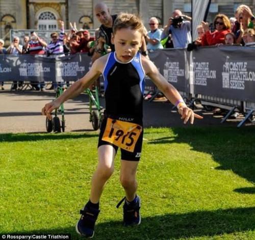 tilestwra.com   Ο 8χρονος με εγκεφαλική παράλυση που μας χάρισε τον πιο θεαματικό τερματισμό!