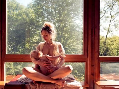 diaforetiko.gr : In honor of the World Breastfeeding Week 2015 by Tammy Nicole Photography 16  880 480x360 Παγκόσμια εβδομάδα θηλασμού: 15 υπέροχες φωτογραφίες για τη μοναδική σχέση μητέρας και παιδιού