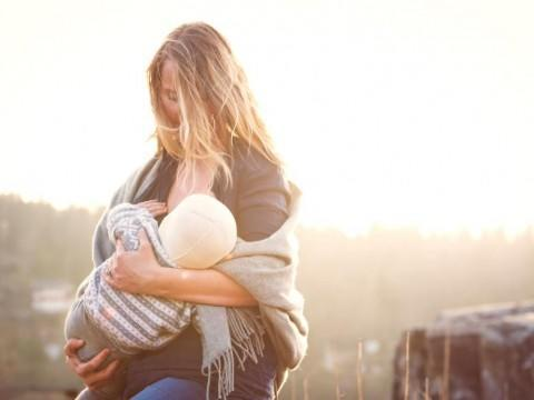 diaforetiko.gr : In honor of the World Breastfeeding Week 2015 by Tammy Nicole Photography 21  880 480x360 Παγκόσμια εβδομάδα θηλασμού: 15 υπέροχες φωτογραφίες για τη μοναδική σχέση μητέρας και παιδιού