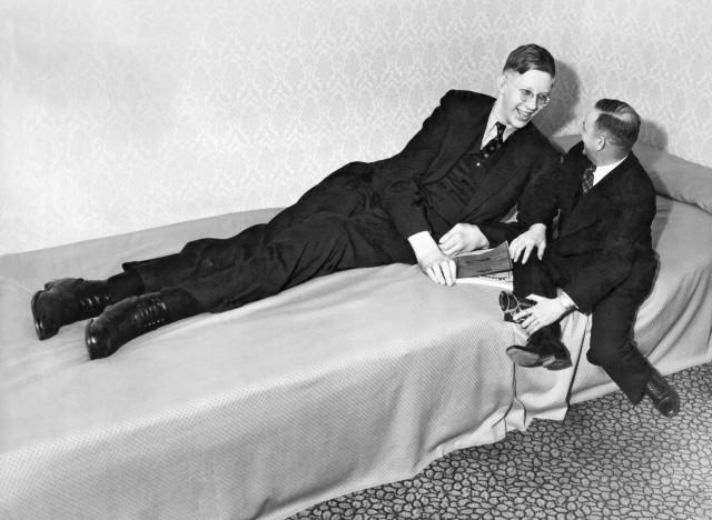 diaforetiko.gr : a ROBERT WADLOW 640x468 H συγκλονιστική ζωή του πιο ψηλού άντρα που έζησε ποτέ! Ως νήπιο είχε 1,5 μέτρο ύψος και τελικά άγγιξε τα 2,72 μέτρα !!!