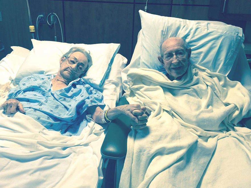 diaforetiko.gr : elderly couple reunited hospital 11 Συγκινητικό: Όταν το νοσοκομείο είπε στον 96χρονο οτι δεν μπορεί να νοσηλευτεί στο ίδιο δωμάτιο με τη γυναίκα του,  αυτός απάντησε πως ΔΕΝ ΜΠΟΡΕΙ να μείνει λεπτό μακριά της.