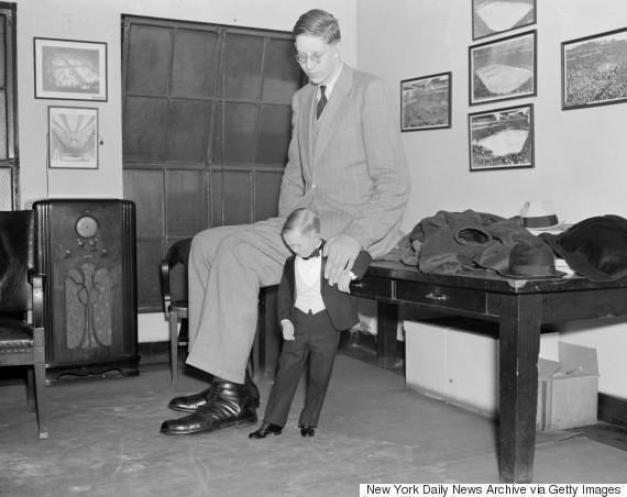 diaforetiko.gr : o ROBERT WADLOW 5701 H συγκλονιστική ζωή του πιο ψηλού άντρα που έζησε ποτέ! Ως νήπιο είχε 1,5 μέτρο ύψος και τελικά άγγιξε τα 2,72 μέτρα !!!