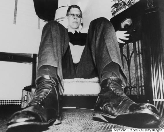 diaforetiko.gr : o ROBERT WADLOW 5702 H συγκλονιστική ζωή του πιο ψηλού άντρα που έζησε ποτέ! Ως νήπιο είχε 1,5 μέτρο ύψος και τελικά άγγιξε τα 2,72 μέτρα !!!