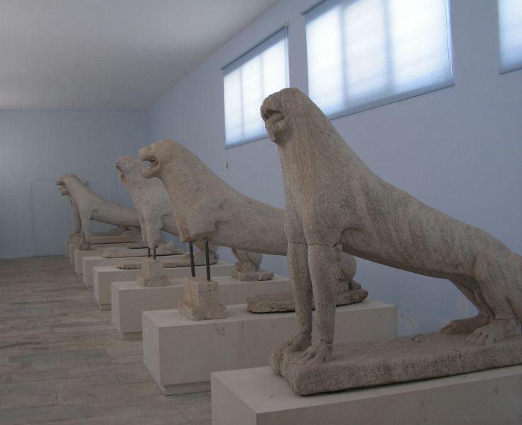 Οι αυθεντικοί μαρμάρινοι λέοντες φυλάσσονται στο Αρχαιολογικό Μουσείο
