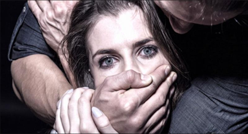 Ανήλικα αγόρια βασάνιζαν σεξουαλικά μια 14χρονη και μετά ανέβασαν στο διαδίκτυο φωτογραφίες από το συμβάν.