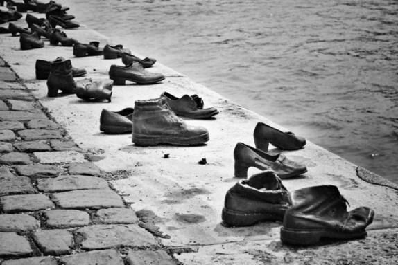 about-shoes-on-the-danube5_574_383