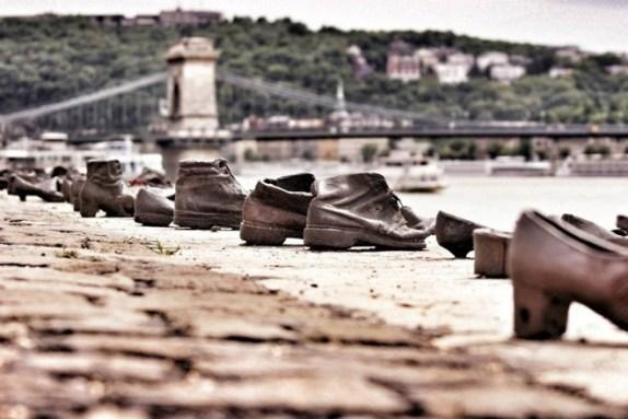 about-shoes-on-the-danube6_574_383