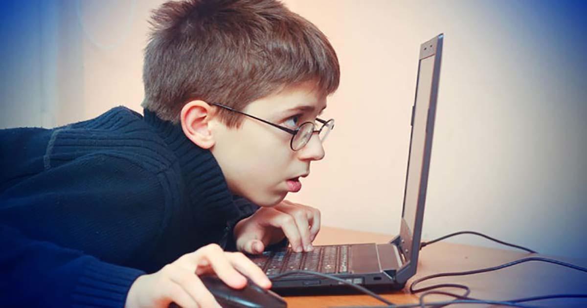 Σε ελληνικό νησί βρίσκονται τα πιο εθισμένα παιδιά στο ίντερνετ  πανευρωπαϊκά – διαφορετικό