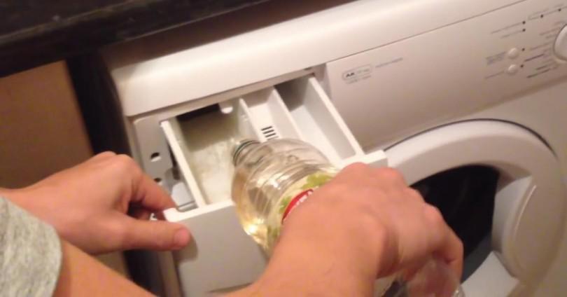 Έριξε αυτό το απλό Υλικό στο πλυντήριο ρούχων. – Ελάχιστοι ξέρουν αυτό το φοβερό τέχνασμα…