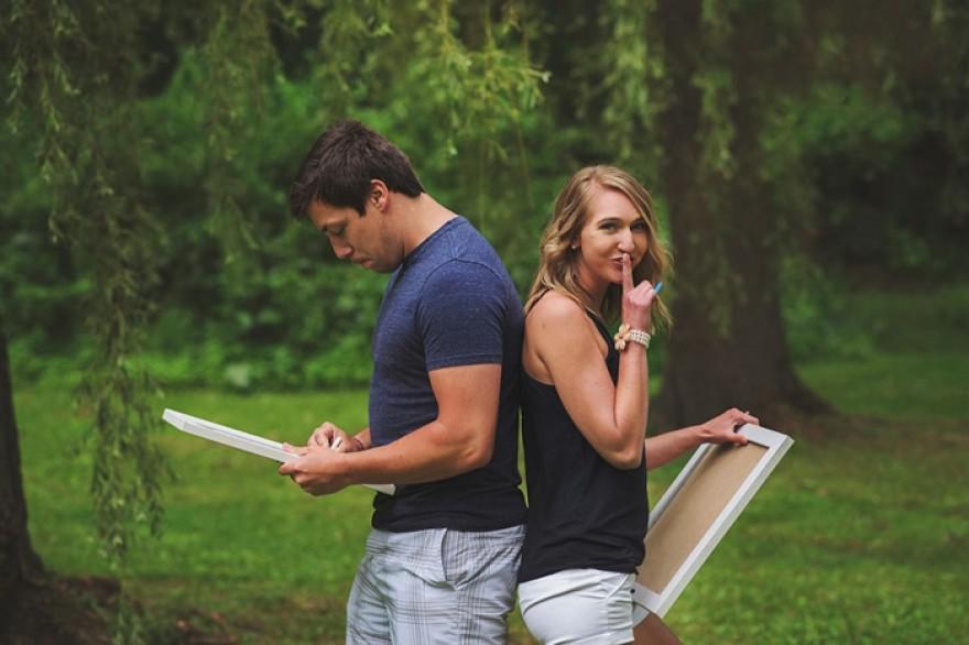 Ο άντρας της νόμιζε πως θα κάνουν μια ρομαντική φωτογράφηση. Δείτε όμως τι κρατάει η γυναίκα του…
