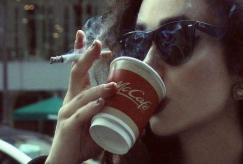 Η ζωή είναι μικρή για κακό σ€ξ, κακό καφέ και μίζερους ανθρώπους