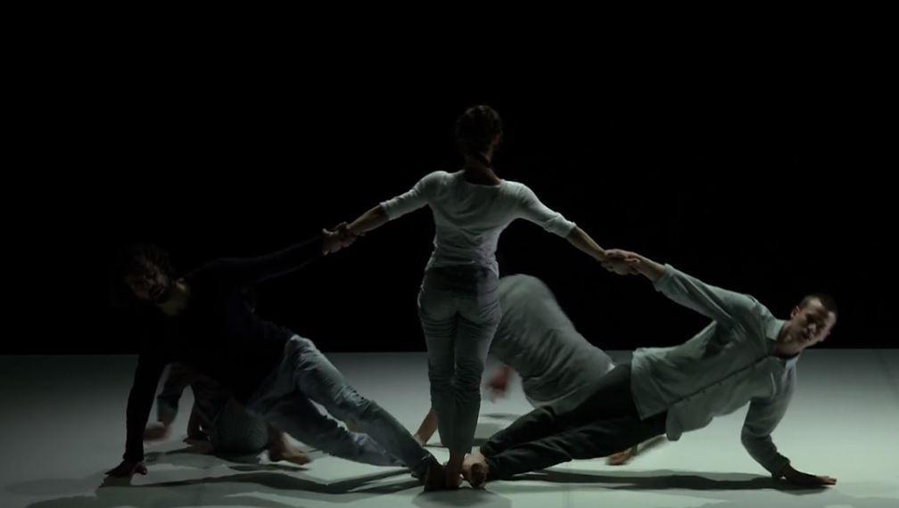 O απόλυτος συγχρονισμός 5 χορευτών σε ένα από τα ομορφότερα βίντεο που θα δεις σήμερα