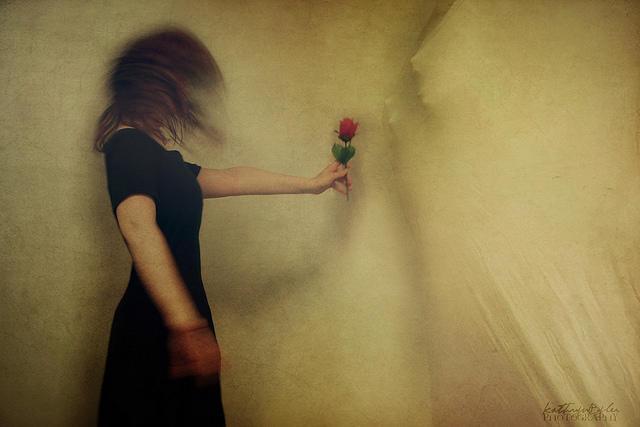 Κι αν σε πόνεσαν, μην εκδικηθείς. Η αγάπη είναι η πιο καλή τιμωρία.