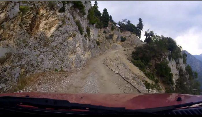 Ένας ελληνικός δρόμος στη λίστα με τους πιο επικίνδυνους στον κόσμο. Δείτε ποιοι του στέρησαν την «πρωτιά»