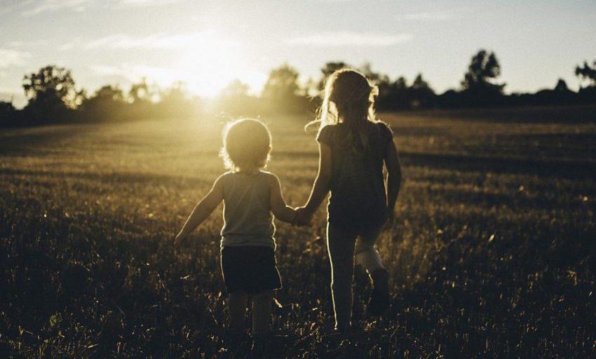 Τα παιδιά βρίσκουν πολλά στο τίποτα. Οι μεγάλοι δεν βρίσκουν τίποτα στα πολλά.