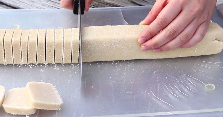 Θα γλείφετε και τα δάχτυλά σας: Πεντανόστιμα Μπισκότα Βουτύρου με ΜΟΝΟ 3 Υλικά έτοιμα σε 30 Λεπτά!