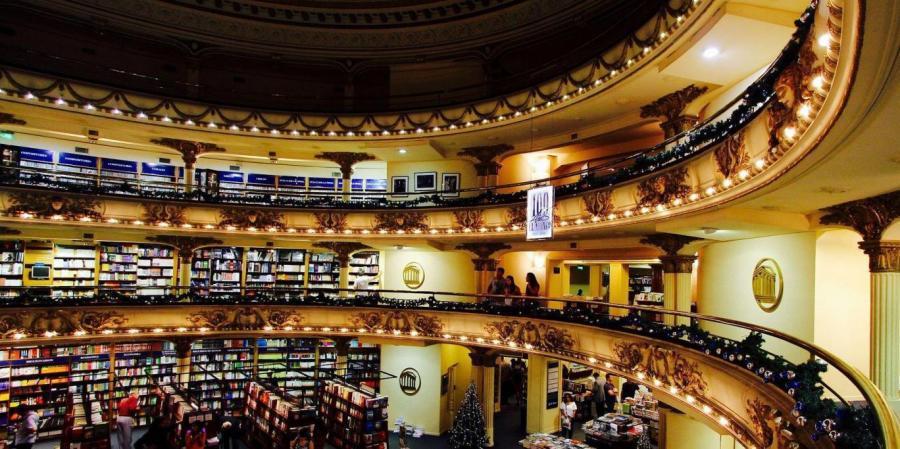 Δείτε το ωραιότερο βιβλιοπωλείο στον κόσμο που κάποτε ήταν θέατρο (φωτογραφίες)