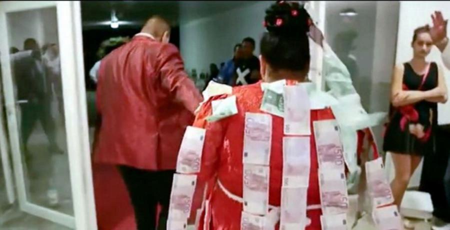 """""""Ασήμωσαν"""" τσιγγάνα νύφη με 200.000 ευρώ σε 500ευρά – Δείτε το βίντεο!"""