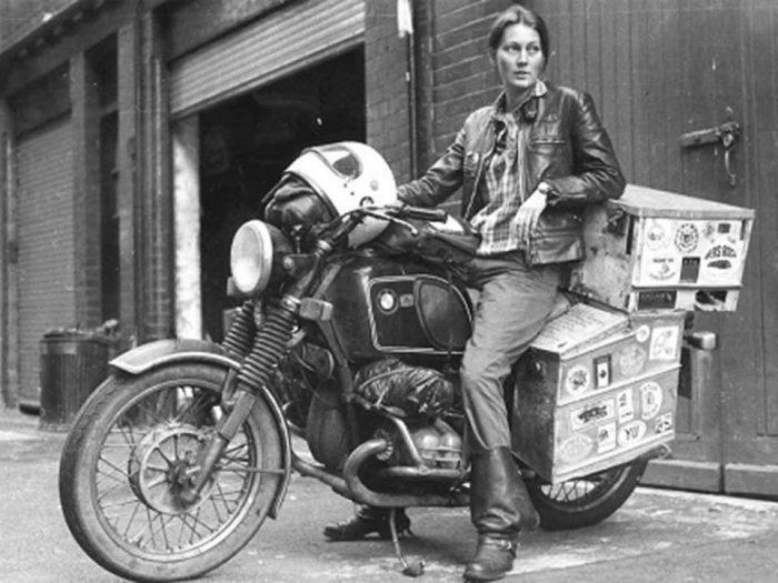 Το συναρπαστικό ταξίδι της πρώτης γυναίκας που έκανε το γύρο του κόσμου με μια μοτοσυκλέτα BMW