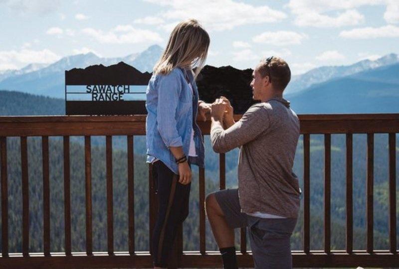 Ένας νεαρός κάνει πρόταση γάμου στην κοπέλα του, δείτε όμως τι συμβαίνει ΔΕΥΤΕΡΟΛΕΠΤΑ αργότερα