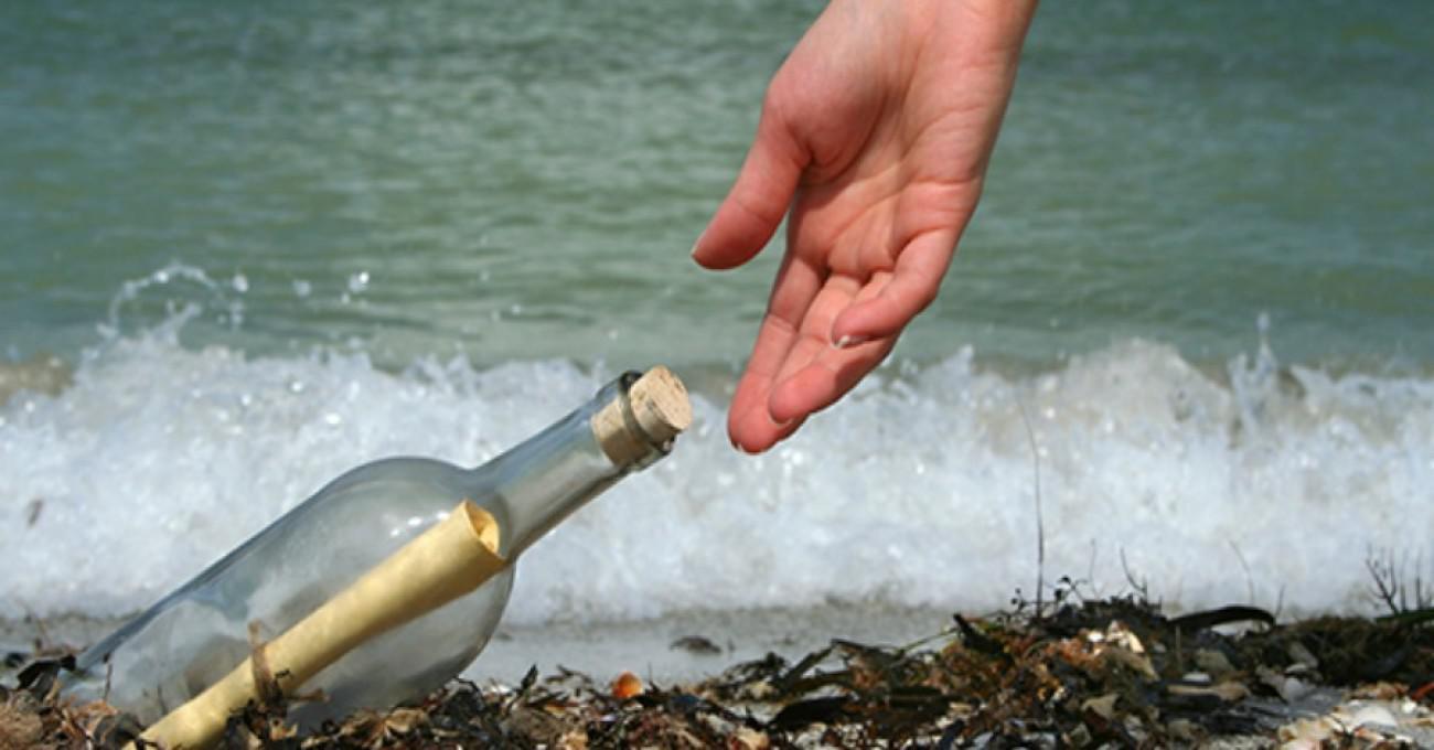 Μήνυμα σε μπουκάλι φτάνει στον προορισμό του μετά από 56 χρόνια ταξιδιού στη θάλασσα