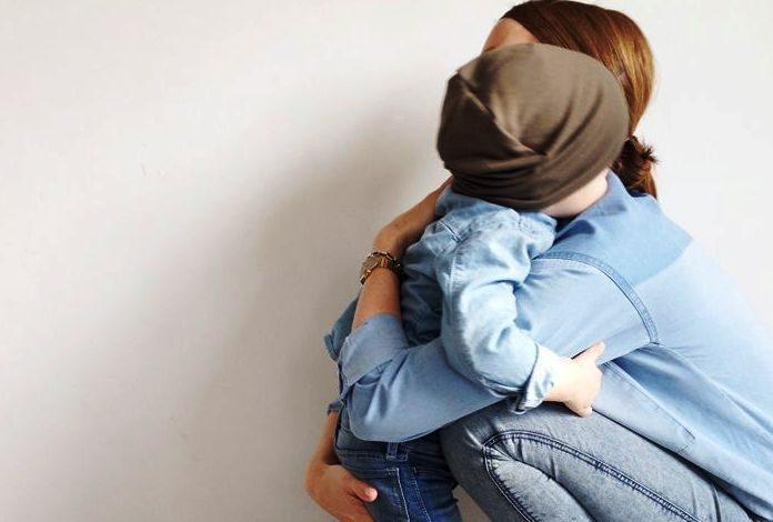 Άσε το πολύ μπλα μπλα. Μια αυστηρή ματιά ή μια αγκαλιά, συχνά, δουλεύουν πιο καλά