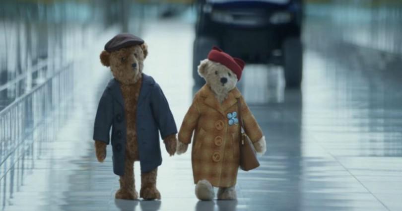 Αυτό το γλυκό Χριστουγεννιάτικο βίντεο έχει συγκινήσει κάθε ξενιτεμένο