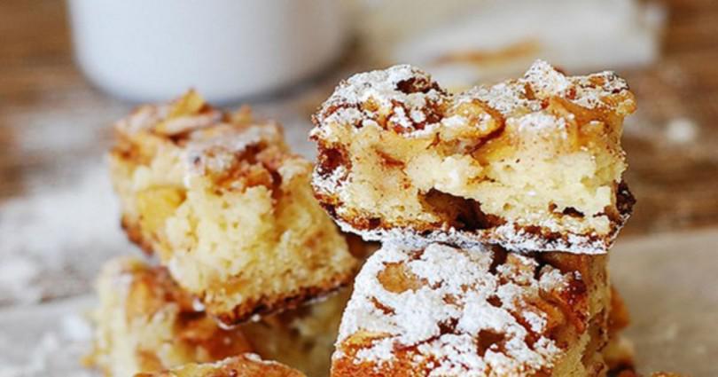 Το πιο εύκολο και νόστιμο κέικ μήλου με μέλι και κανέλα- χωρίς μίξερ.