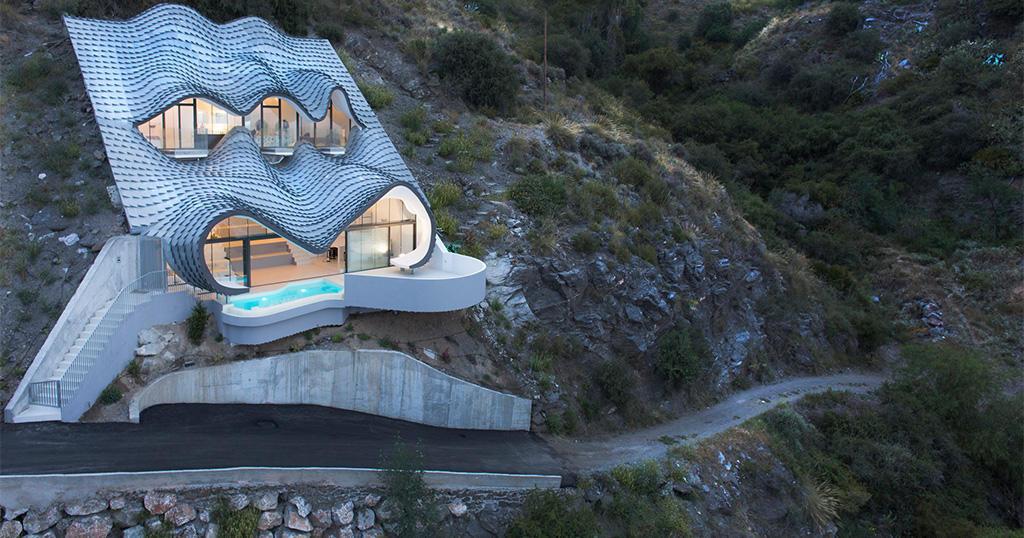 Το σπίτι των ονείρων σας βρίσκεται χωμένο στην πλαγιά ενός λόφου και δεν χρειάζεται θέρμανση ή κλιματισμό.