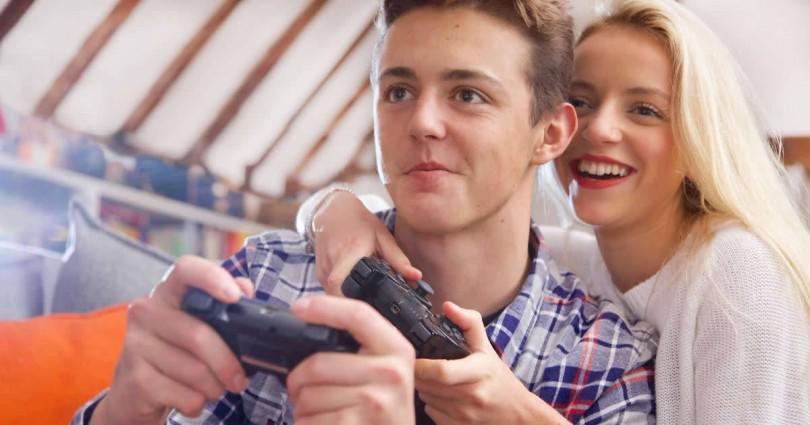 Οι επιστήμονες μίλησαν: Αυτοί που παίζουν ηλεκτρονικά παιχνίδια έχουν τις καλύτερες επιδόσεις στο κρεβάτι