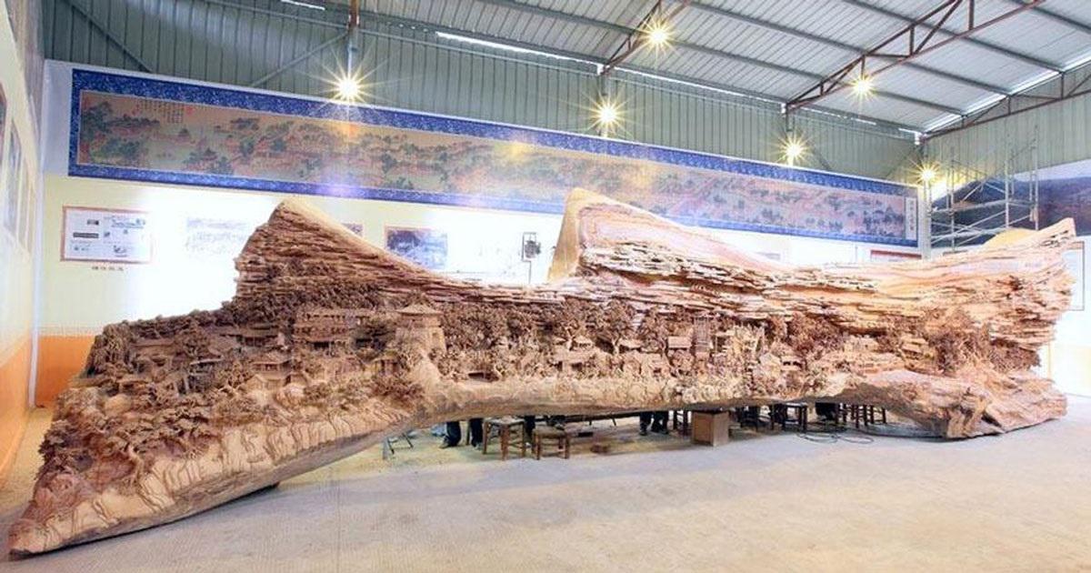 Ένας Κινέζος γλύπτης σκάλιζε επί 4 ολόκληρα χρόνια έναν παλιό κορμό δέντρου. Σήμερα μας παρουσιάζει περήφανος ένα έργο τέχνης που όμοιο του δεν υπάρχει.