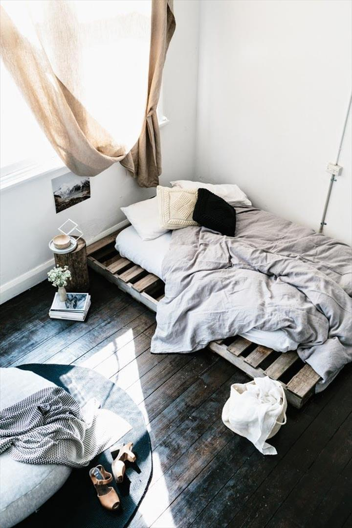 bed-made-of-pallets